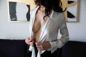 Lyncee incall escort