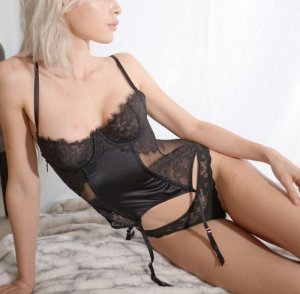 Indie independent escort in Middleburg Heights